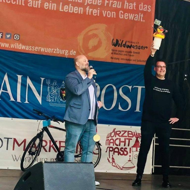 Siegerehrung beim Entenrennen in Würzburg 2019