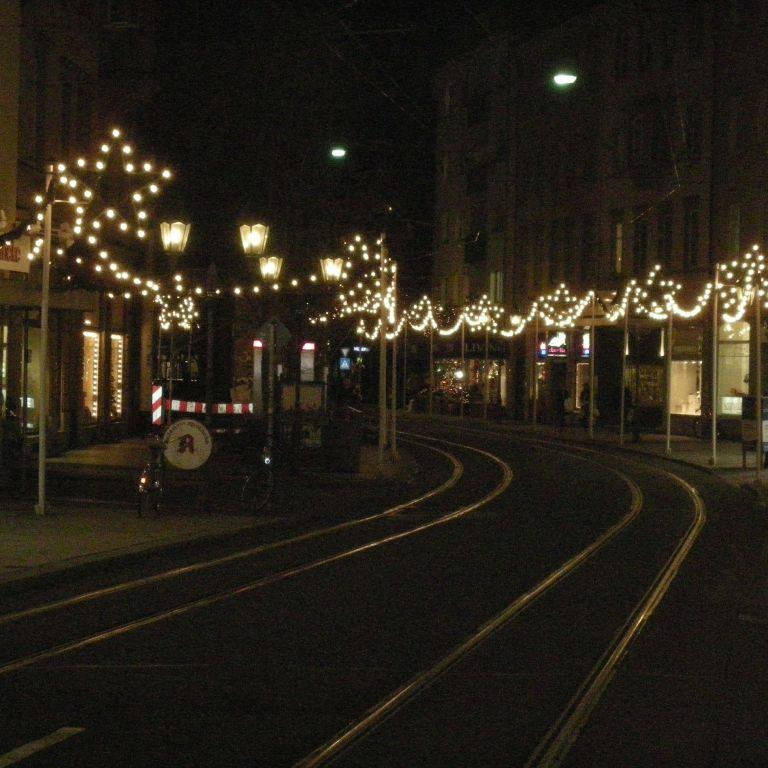 Weihnachtsbeleuchtung in der Würzburger Augustinerstraße