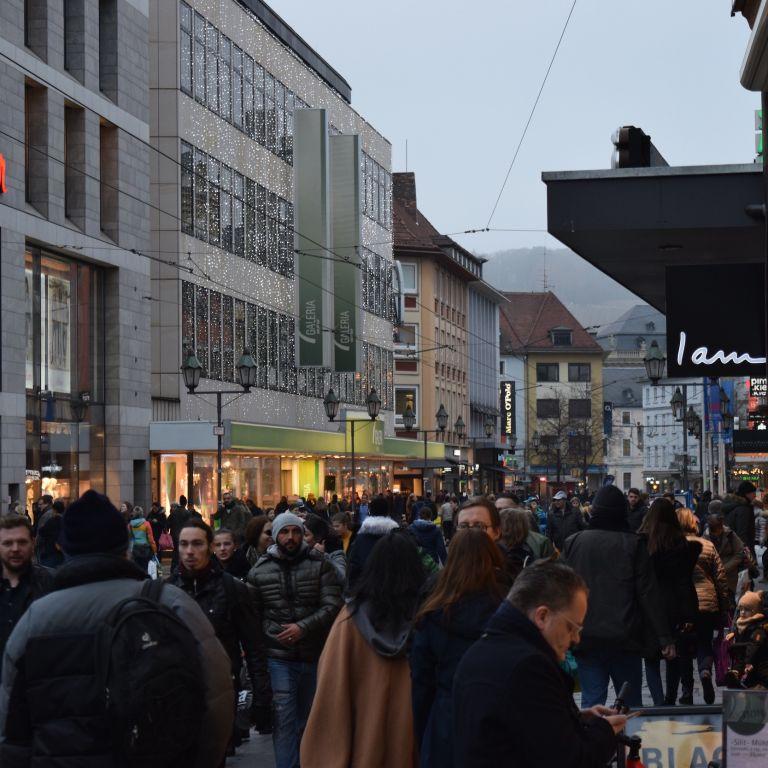 Volle Würzburger Innenstadt