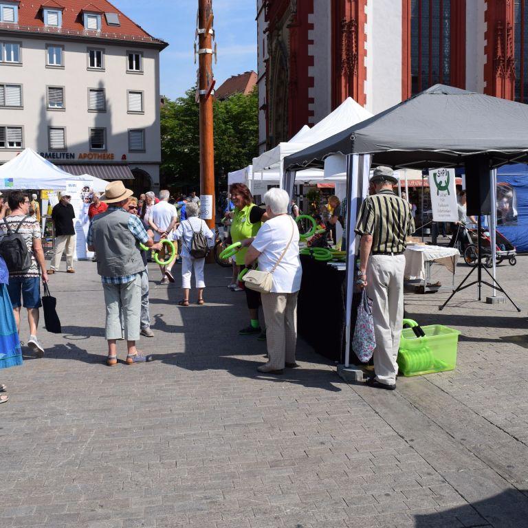 Stände auf dem Marktplatz in Würzburg