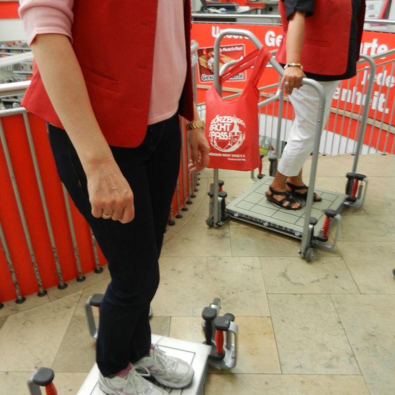 Balancetraining beim Gesundheitstag in Würzburg