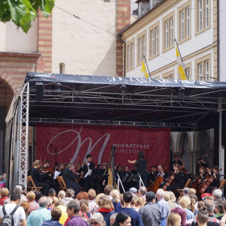 Bühne Mozarttag Dom Würzburg