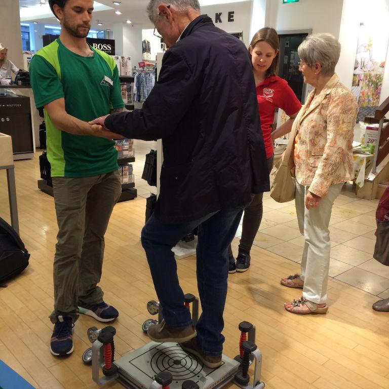 Übungen beim Gesundheitstag in Würzburg